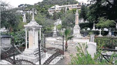 ??  ?? Un entorno monumental y patrimonial en el Cementerio Inglés de Málaga.