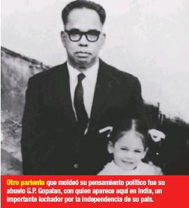 ??  ?? Otro pariente que moldeó su pensamiento político fue su abuelo G.P. Gopalan, con quien aparece aquí en India, un importante luchador por la independencia de su país.