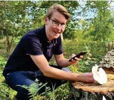 ?? FOTO: PRIVAT ?? APP. Axel Sparr har uppfunnit en app som hjälper svampplockare i skogen.