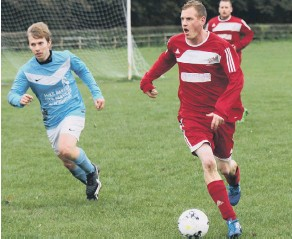 ??  ?? Newlands Reserves' Dean Andrews prepares to launch a counter-attack