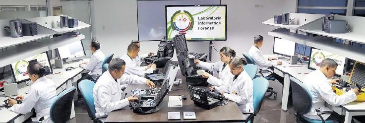 ?? CORTESÍA ?? Este es una de las zonas del Laboratorio de Informática Forense de la Dijín de la Policía Nacional que funciona en la ciudad de Bogotá.