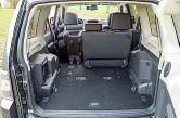 ??  ?? Заявленный объём багажника – от 663 до 1790 л при полностью сложенных сиденьях. Запаска – на пятой двери.