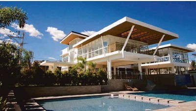 ??  ?? Velmiro Heights a mid-end subdivision in Cebu with a grand clubhouse