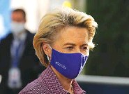 ?? AP PHOTO/ OLIVIER MATTHYS, POOL ?? European Commission President Ursula von der Leyen arrives for an EU summit at the European Council building in Brussels on Thursday.