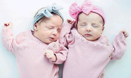 ??  ?? Two-week-old twins Grace, left, and Órlaith cuddle up together