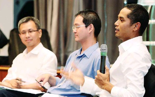 ??  ?? Worthy discussion: (from left) Pua, Dr Ong and Khairy sharing their views at the forum.