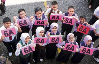 We Did It The 11 Pupils From SK Bukit Rahman Putra Who Scored Straight As Posing At Their School