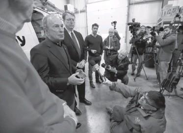 ?? CHARLIE NEIBERGALL/ASSOCIATED PRESS ?? Former New York mayor Michael Bloomberg tours the Paulson Electric Co., in Cedar Rapids, Iowa, last week.