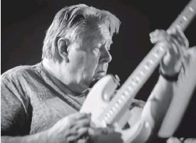 ?? FOTO: TORE SAETRE/WIKIMEDIA ?? ■ Terje Rypdal har hållit stilen med sin Stratocaster. Här fångad på jazzfestivalen i Oslo 2018.