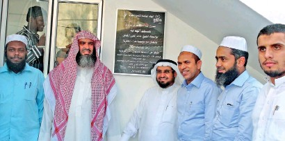 ??  ?? Open­ing of Kat­tankudy's 58th mosque with Saudi princes and Mr Hizbul­lah in at­ten­dance
