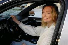 ??  ?? TURBO. Motorn i Saras Porsche Cayenne är en turboversion med 450 hästkrafter – men istället för att ge en topphastighet på andra sidan 200 km/h handlar det nu om mer beskedliga 30…
