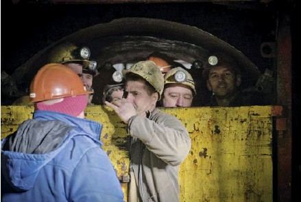 ??  ?? Miners prepare to descend into the D.F. Melnikov Mine in Lysychansk, a city in Luhansk Oblast on Jan. 31, 2017.