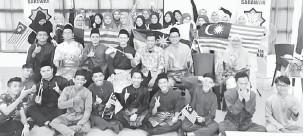 ??  ?? KENANGAN: Peserta merakam kenangan selepas menyertai Program Teknik Belajar Mahasiswa Bitara anjuran PERKEPIS di Kuching, baru-baru ini.