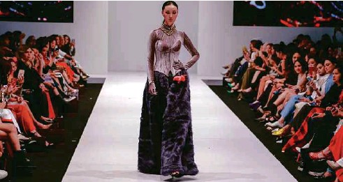 ?? PHOTO COURTESY OF JOVIAN MANDAGIE. ?? Dramatic trousers from Jovian Mandagie.