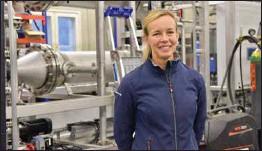 ?? MIKAEL PIIPPO/SPT ?? INNOVATION. Laura Langh-Lagerlöf vid Langh Tech säger att tanken på att installera reningssystem för ballastvatten i rederiet Langh Ships proppfulla maskinrum verkade utmanande. Därför utvecklade man ett eget, mer kompakt system.
