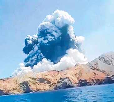?? Photo / Allessandro Kauffman ?? Whakaari/White Island's distance from shore means it falls under no local government jurisdiction.