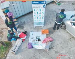??  ?? PRESO. El comerciante fue detenido frente al mercado Saropalca.