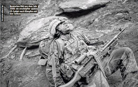 ??  ?? Ikonisches Bild aus dem Jahr 2008: ein erschöpfter US-Soldat nach Kämpfen mit den Taliban