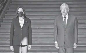 ?? HECTOR VIVAS, GETTY IMAGES ?? Vice President Kamala Harris visits Mexican President Andres Manuel López Obrador for the signing of a memorandum of understanding focused on immigration issues Tuesday in Mexico City.