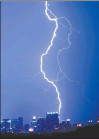 ?? NIC FULTON, REUTERS ?? Lightning strikes the AOL/Time Warner building in New York this week. The media giant has pulled out of the bidding for the U.S. Weather Channel but remains in the hunt for other investments, analysts say.