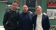 ??  ?? Alberto Brignoli con il preparatore dei portieri della Lucchese Davide Quironi (al centro) e il suo manager Paolo Dattola