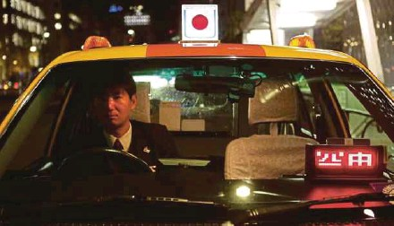 ?? AFP PIC ?? A taxi driver waiting for customers in Tokyo. Hailing a taxi rarely takes more than a few seconds in major Japanese cities, with the vast majority hired from cab ranks.