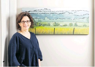 ?? PHOTOS:.BAYWEST HOMES ?? Terri Heinrichs appreciate­s the platform Baywest Homes is providing to local artists.