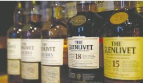 ?? (Denis Balibouse/Reuters) ?? TARIFFS ON Scotch whisky will be removed for at least five years as a result of the deal.