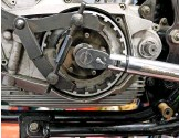 ??  ?? Clutch holding tool must fit – and fit good. Like so