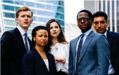 ??  ?? El quinteto protagonista de Industry (HBO), la nueva serie que produce y (en parte) dirige Lena Dunham.