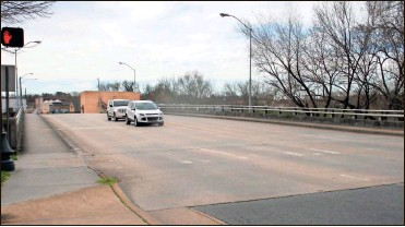 ?? Doug Walker ?? Rome is hoping to make some cosmetic changes to the Fifth Avenue Bridge to make it an attractive gateway to the River District on the west side of the Oostanaula River.