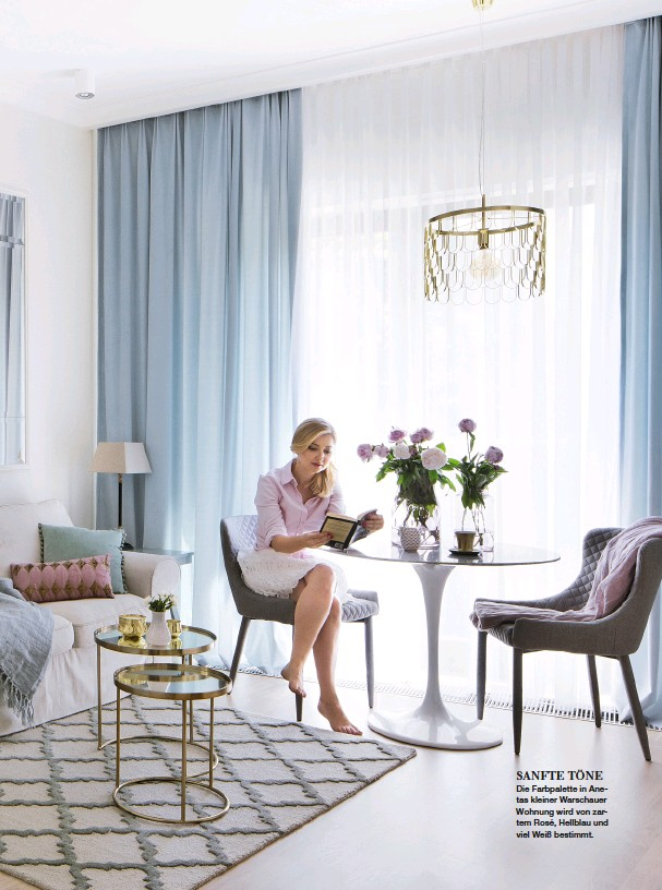 ??  ?? SANFTE TÖNE Die Farbpalette in Anetas kleiner Warschauer Wohnung wird von zartem Rosé, Hellblau und viel Weiß bestimmt.