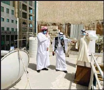 ?? KUNA photo ?? The Capital Governor and the Head of the Capital Municipality's Emergency Team inspect the violating buildings.