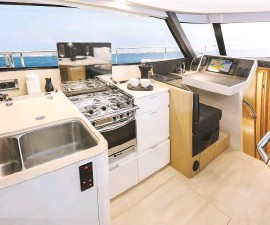 ??  ?? Bright and airy in the galley and full visibility from the chart table