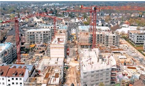 ?? FOTOS (3): PETER MEUTER ?? Das Wohnbau-Projekt O-Quartier verläuft planmäßig. Bis Ende des zweiten Quartals 2022 sollen alle 308 Wohneinheiten fertiggestellt sein.