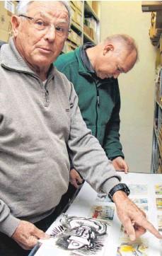?? FOTO: SORG ?? Kurator Gerhard Gaugler und Altbürgermeister Uwe Debler im Archivraum des Rosenberger Sieger-Köder-Zentrums.