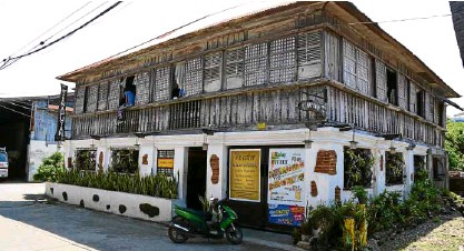 ??  ?? The heritage houses of Candon in Ilocos Sur province provide a glimpse to the city's glorious past.