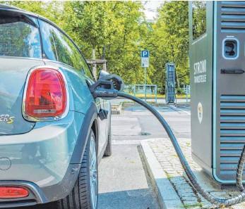?? FOTO: SYLVIO DITTRICH/IMAGO IMAGES ?? Von Kaufprämien für E-Autos profitieren jene, die sich die Pkw leisten können.