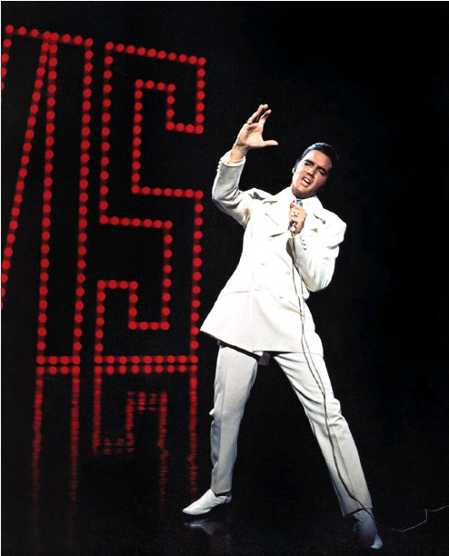 ??  ?? As a fashion statement, Elvis' white suit is all about the Deep South.