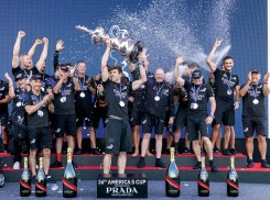 ??  ?? Kiwi skipper Peter Burling, hoisting the Cup high, may be at the forefront of a new America's Cup dynasty.