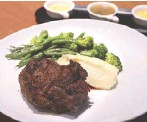 ??  ?? An old classic at Chateau 1771: Potence Steak Flambe