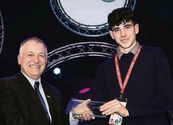 ??  ?? Teagasc Director Professor Gerry Boyle presents the BT Young Scientist and Technology Exhibition 2019 Teagasc award to Charlie Drumm, Colaiste Mhuire, Co Westmeath for his project, 'Freshgraze: An automated cloud controlled moving fence for livestock'. Right: Charlie using the Freshgraze fence.