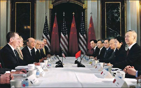 ?? Jacquelyn Martin Associated Press ?? U.S. TRADE Representative Robert Lighthizer, left, and Chinese Vice Premier Liu He, right, hold talks in Washington in February.