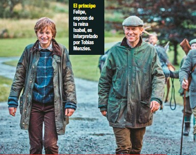 ??  ?? El príncipe Felipe, esposo de la reina Isabel, es interpretado por Tobias Menzies.