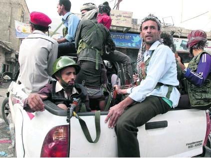 ?? Reuters ?? Rival factions battled further south overnight in Yemen's third city, Taiz, as anti-Houthi militias attempted to consolidate advances.