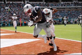 ?? ASSOCIATED PRESS FILE PHOTO ?? Then-New England Patriots wide receiver Antonio Brown (17) scores a touchdown as Miami Dolphins cornerback Jomal Wiltz (33) attempts to defend during the first half at an NFL football game, in Miami Gardens, Fla.