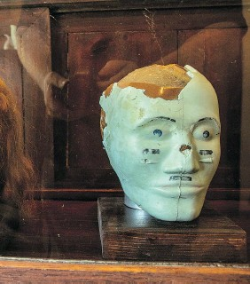 ??  ?? The outlaw Bonnie Parker shares a display case with the remains of a crash-test dummy.