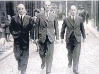 ??  ?? AI Welders' Sam Hunter Gordon, left, and Jim Sinclair, right, with cabinet minster Stafford Cripps, centre