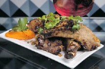 ?? CHRIS MIKULA/OTTAWA CITIZEN ?? The ThaiPas pork ribs are meaty, succulent and sweetly caramelized.