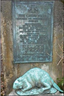 ?? PHOTO COURTESY ROSE VALLEY MUSEUM ?? Rose Valley Borough is offering a $5,000 reward for the return of the historic bronze plaque and life-size beaver statue marking the Minquas Trail on Rose Valley Road.